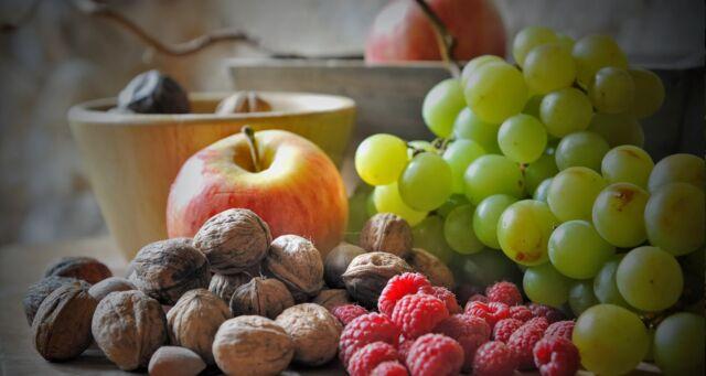 Frutta secca vs frutta fresca